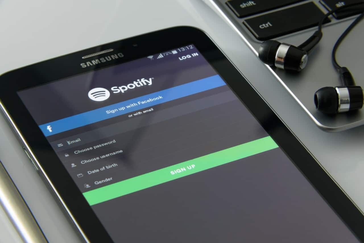 samsung smartphone med spotify app aktiv